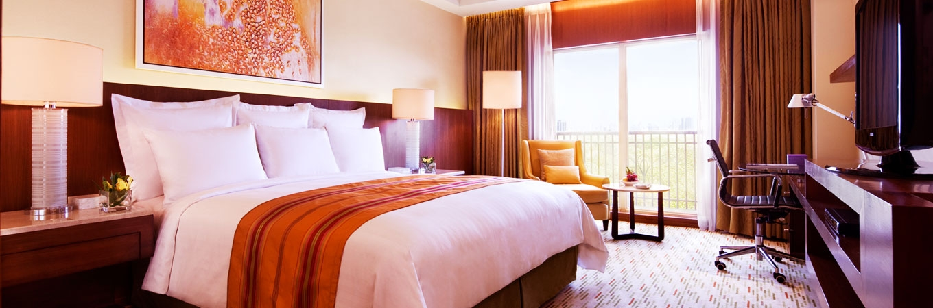 An inviting beacon set in the world-class casino entertainment complex of Resorts World Manila, Marriott Hotel Manila is the place to work and play.